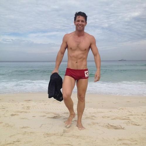 img-404578-mario-frias-boa-forma-na-praia