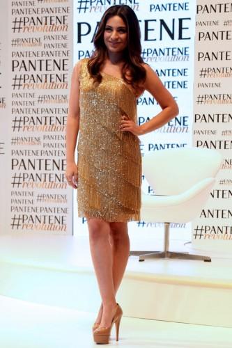 Ana Brenda deusa em evento da Pantene, no Brasil.