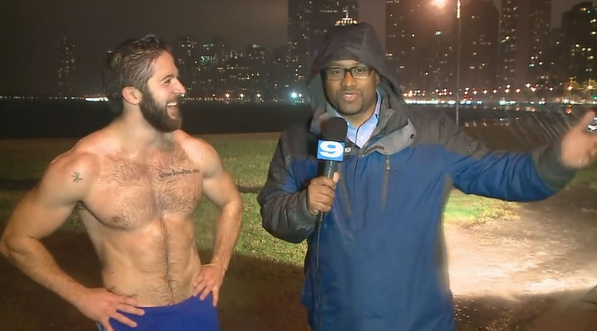 shirtless-jogger-ethan-renoe-is-a-new-internet-sensation-04