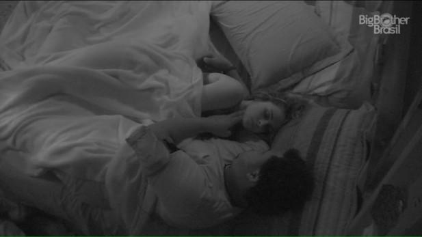 Preocupado, Ronan até conferiu se a sister estava mesmo viva, durante a madrugada