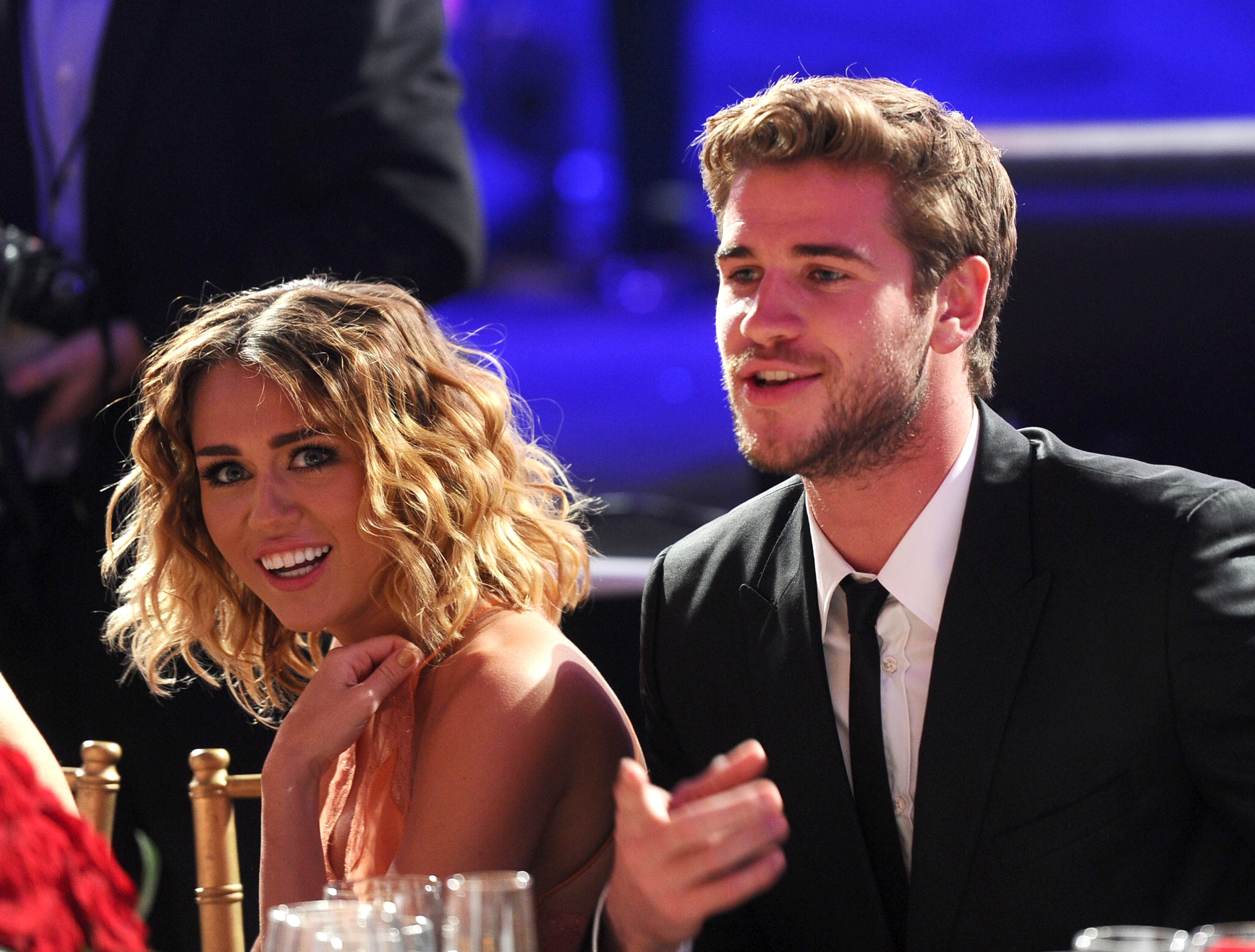 miley cyrus dating liam hemsworth 2011 A definitive timeline of miley cyrus and liam hemsworth's relationship december 2011: liam accompanies miley to the cnn heroes gala in los angeles.
