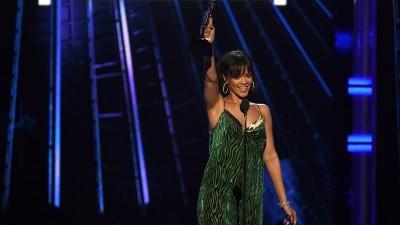 """Rihanna lança """"Sledgehammer"""", música da trilha de """"Star Trek: Sem Fronteiras"""""""